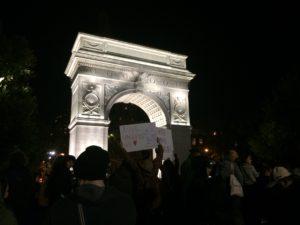 Viele Studenten der nahegelegenen New York University waren zur Kundgebung gekommen (c) Anna Goldenberg