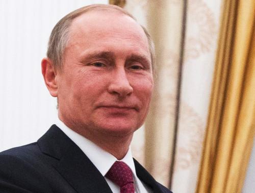 Russlands Präsident Vladimir Putin: Sein Jugendfreund Sergej Roldugin beherrscht Offshore-Firmen, die Putins Netzwerk mit Millionen versorgen (Foto: APA / AFP)