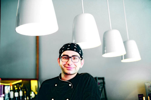 """Malek Malki bietet """"traditionelle Köstlichkeiten"""" an. Man muss sie aber erst finden (Foto: Heribert Corn)"""