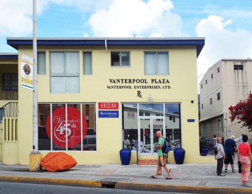 Hier, im Obergeschoß einer Apotheke in der BVI-Hauptstadt Road Town, hatten tausende Briefkastenfirmen ihren Sitz. Unter anderen das Millionenversteck von José Mourinho (Foto: Der Spiegel)
