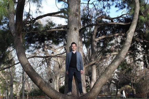 Artur Cisar-Erlach hat das Holz im Waldviertel kennen und in Kanada lieben gelernt. Jetzt weiß er, wie es schmeckt. (Foto: Irena Rosc)