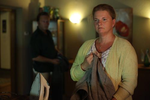 """In """"Superwelt"""" spricht Gott zur verstörten Supermarktkassiererin Gabi (Foto: Filmladen Filmverleih)"""